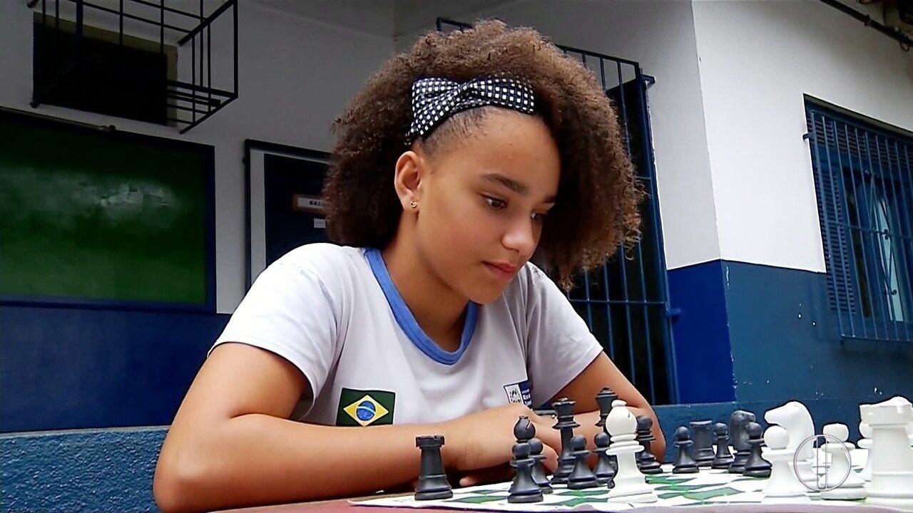 Conheça o projeto de xadrez em escola de Maria Mendonça, em Trajano de Moraes