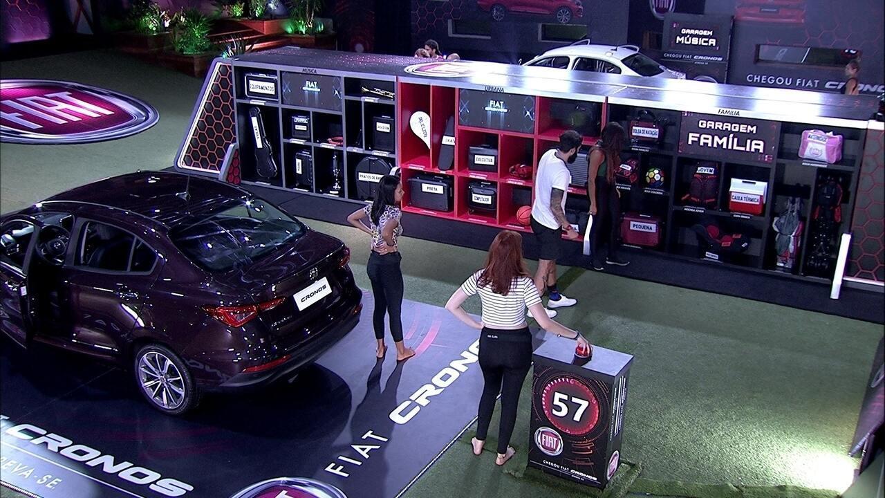 Garagem Família recebe objetos dos participantes