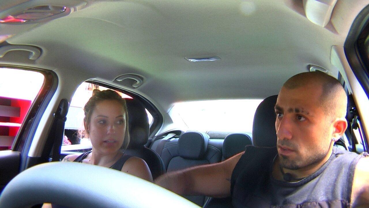 Jéssica cochicha com Kaysar: 'Breno estava piscando várias vezes'