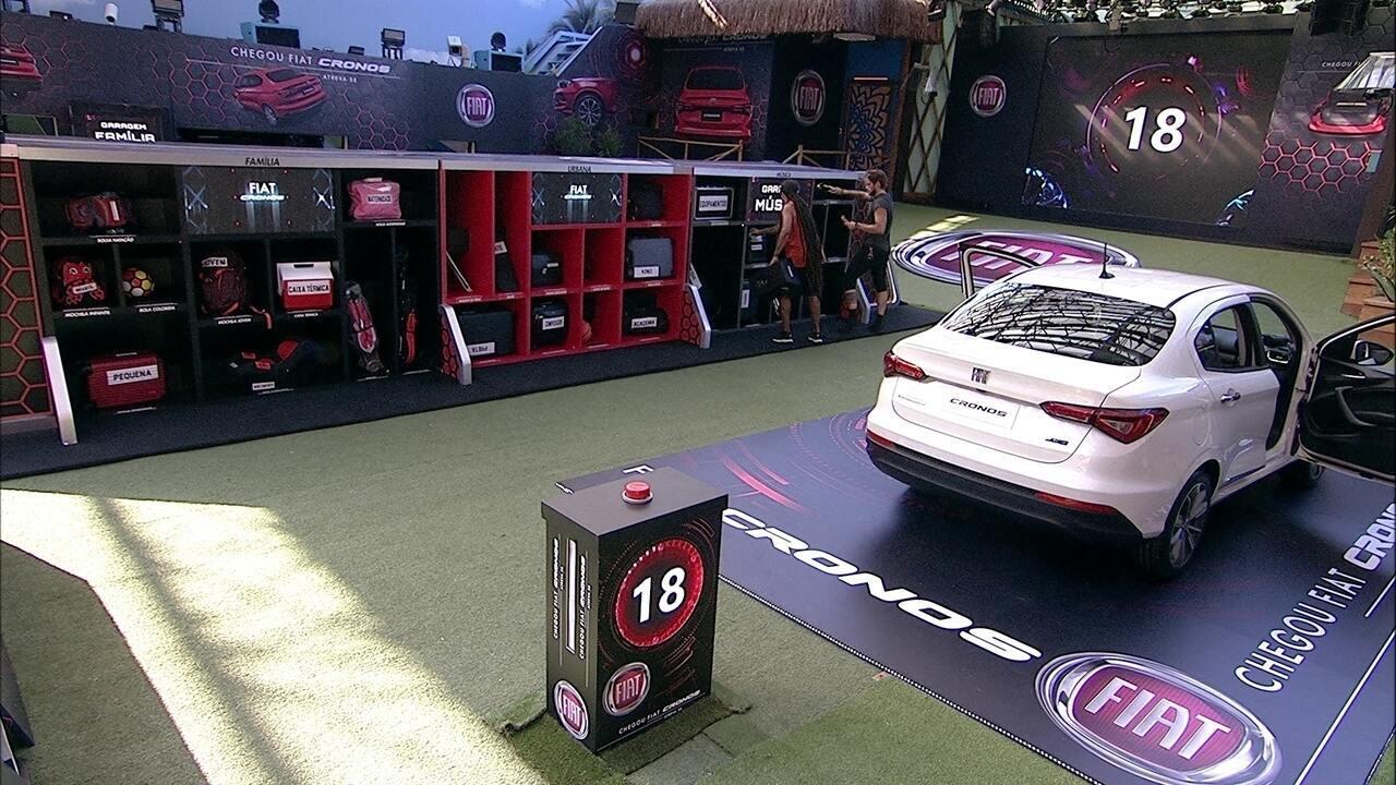 Viegas e Breno arrumam objetos do Fiat Cronos Branco Alaska na Garagem Música
