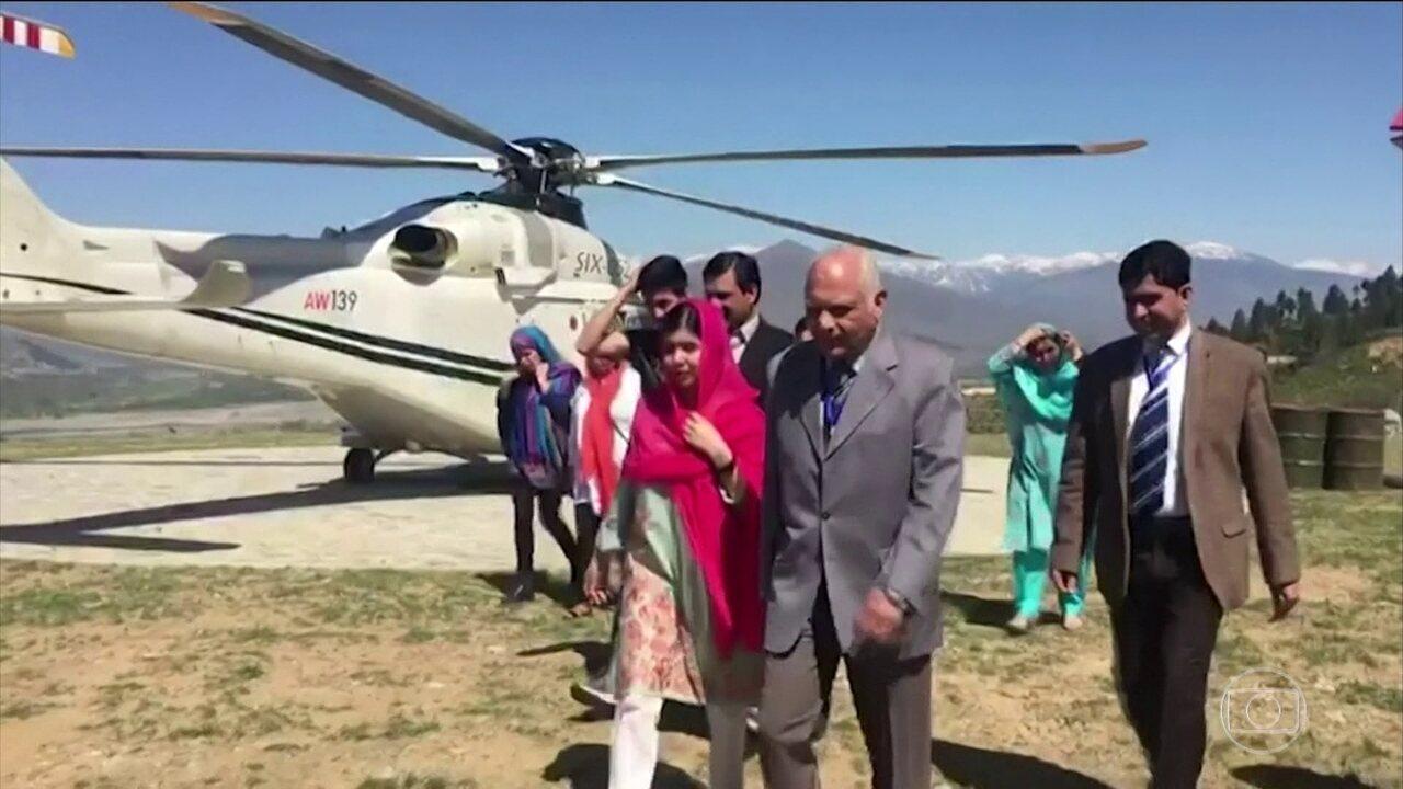 Ativista paquistanesa Malala volta pela primeira vez à cidade onde foi baleada