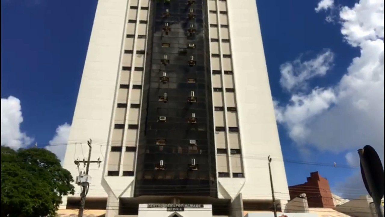 Prédio de Umuarama é evacuado após estrutura tremer nesta segunda-feira (2)