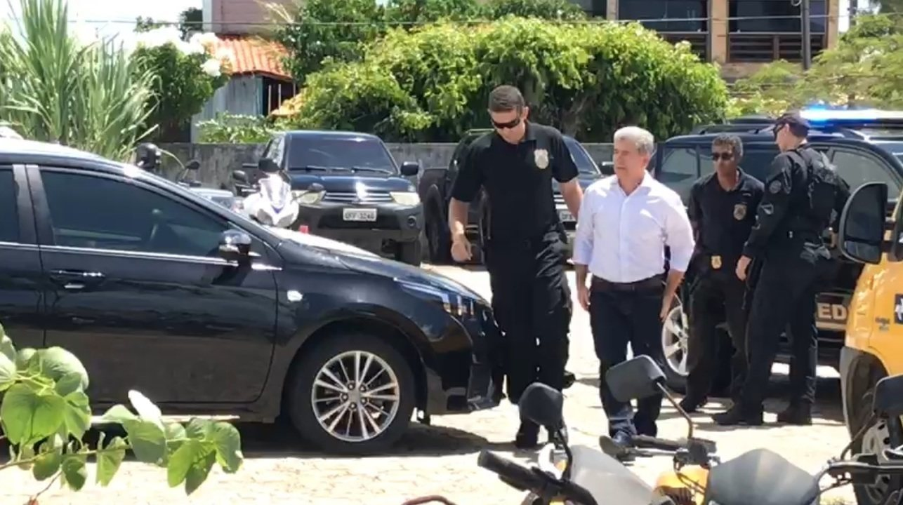 Prefeito de Cabedelo, Leto Viana (PRP), chega a sede da Polícia Federal, na Paraíba