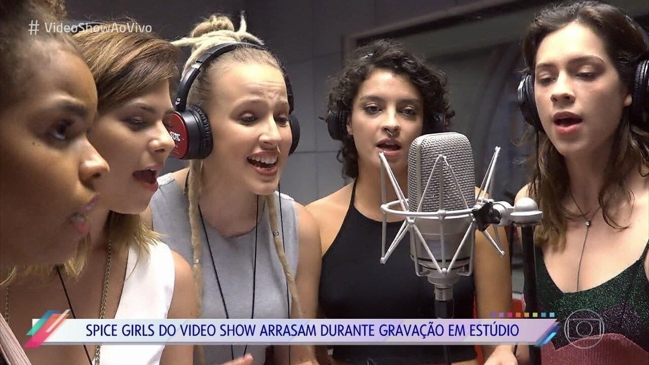 Atrizes vão para estúdio colocar a voz em música das Spice Girls