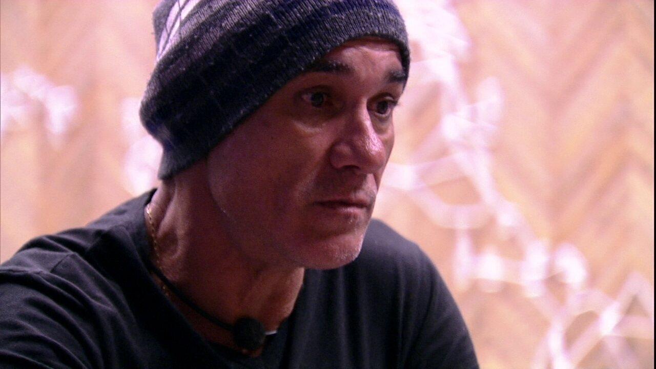 Ayrton assume para Kaysar: 'Gosto mais de você do que da Paula'