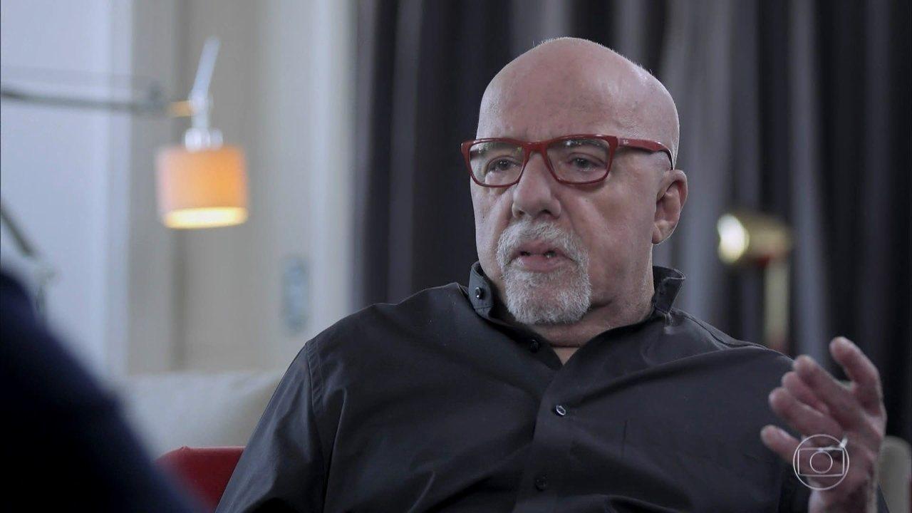 Paulo Coelho fala sobre radicalização das redes sociais