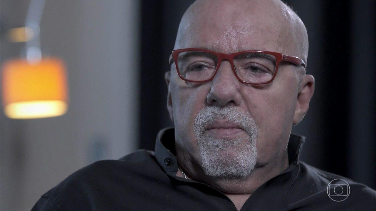 Paulo Coelho afirma que escreve para leitores
