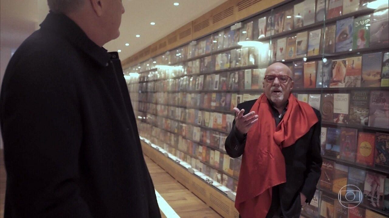 Paulo Coelho explica como combate a pirataria