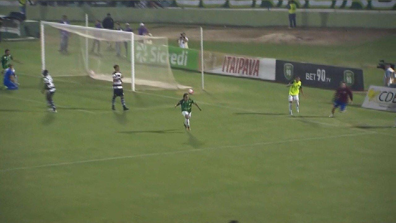 Gol do Guarani. Ricardinho deixa o Bugre na frente aos dois minutos do segundo tempo