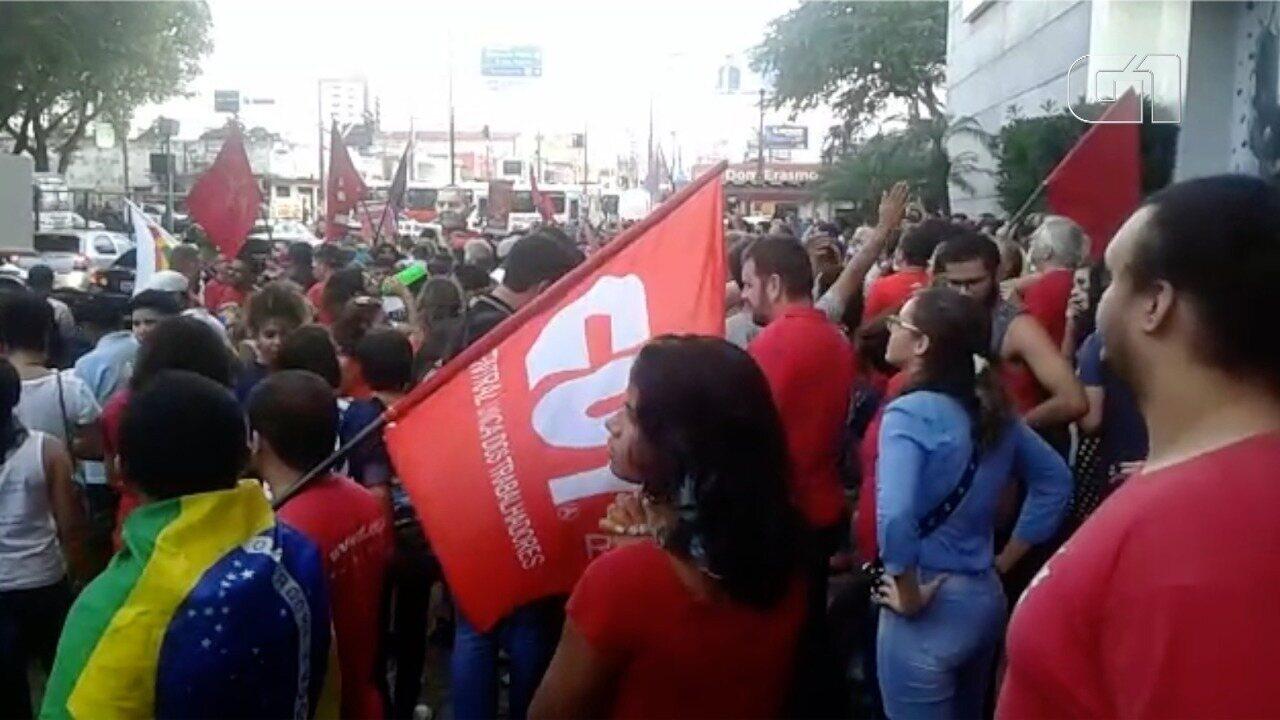 Manifestantes realizam ato a favor do ex-presidente Lula em Natal