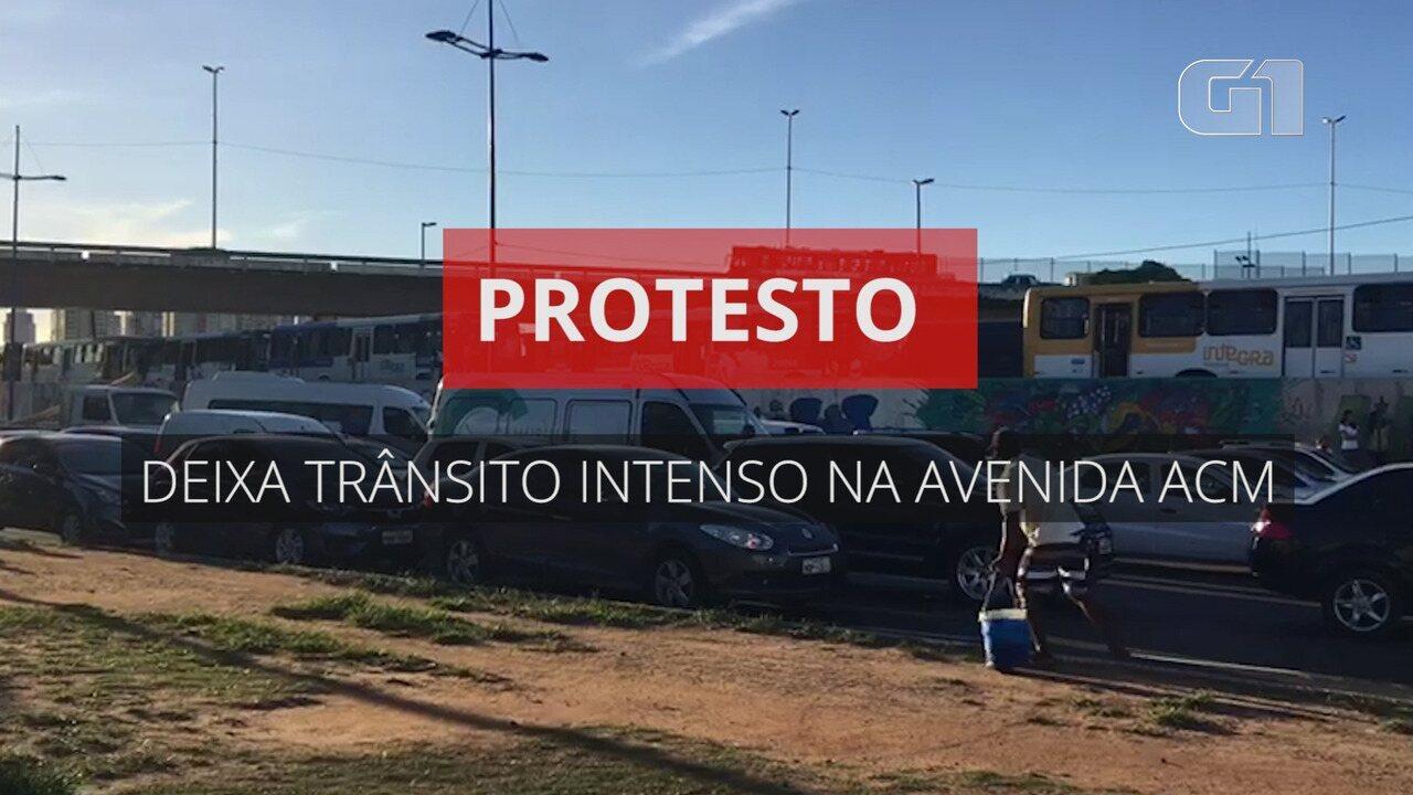 Compilado: protesto deixa trânsito intenso na Avenida ACM