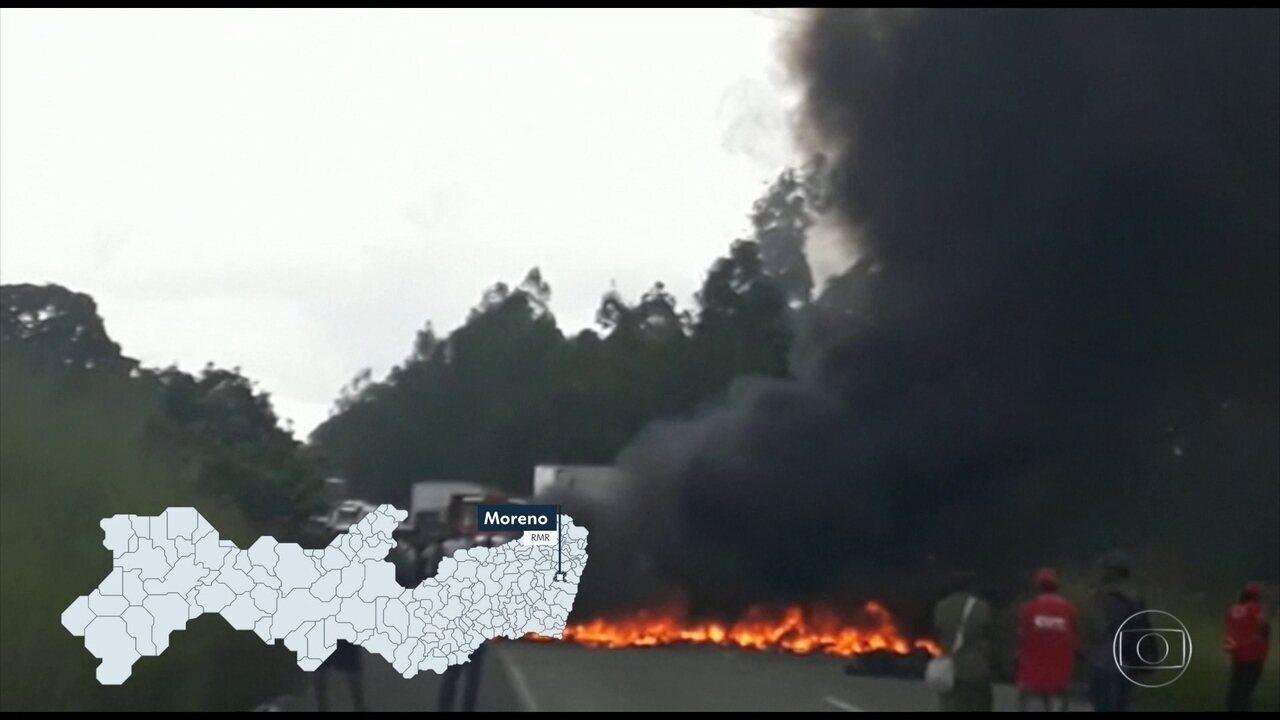 Protestos a favor de Lula bloqueiam trechos de rodovias em Pernambuco