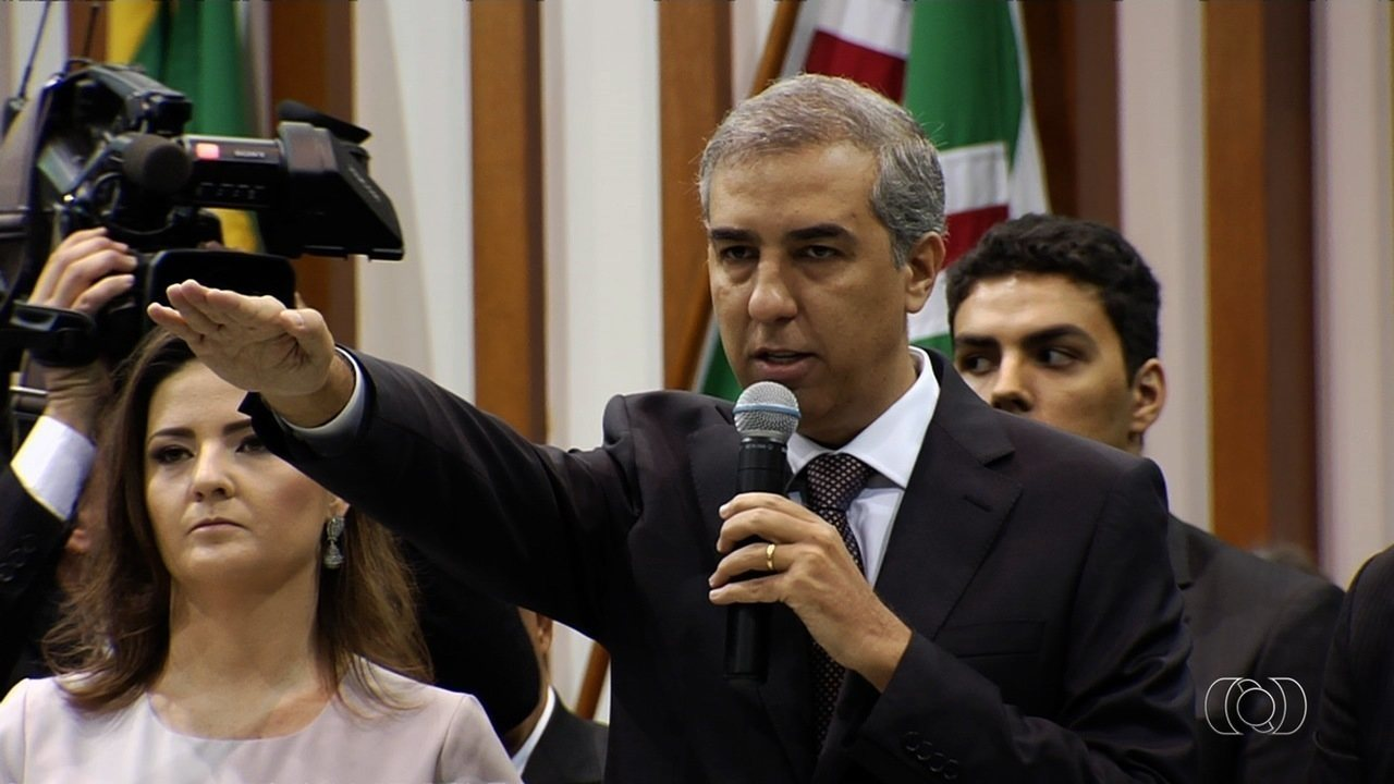 José Eliton toma posse como governador de Goiás