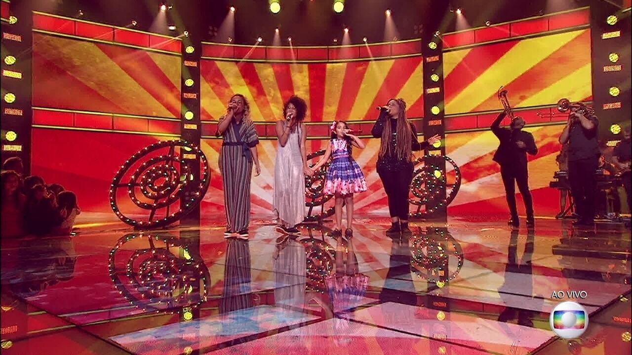 Talita Cipriano, Mariah Yohana, Claudia Zanetti e Maiara Morena dividem o palco e cantam 'Acima do Sol'