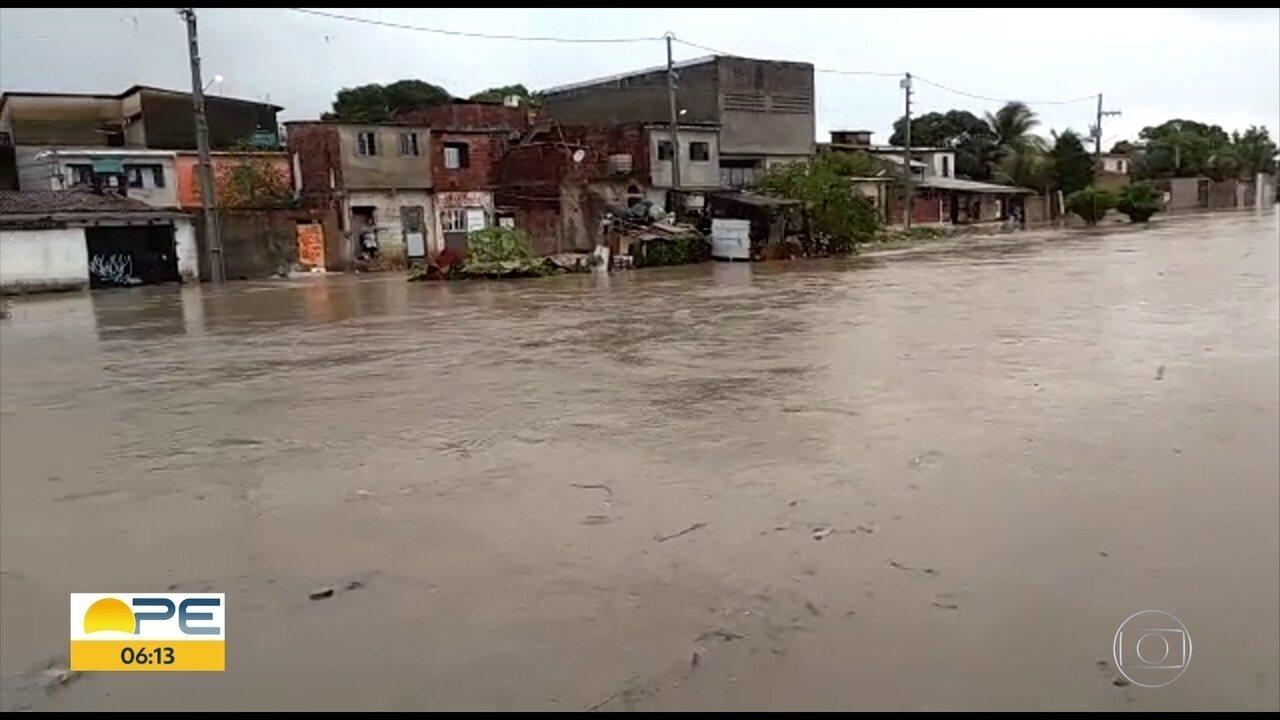 Chuva do fim de semana causa estragos e transtornos no Grande Recife