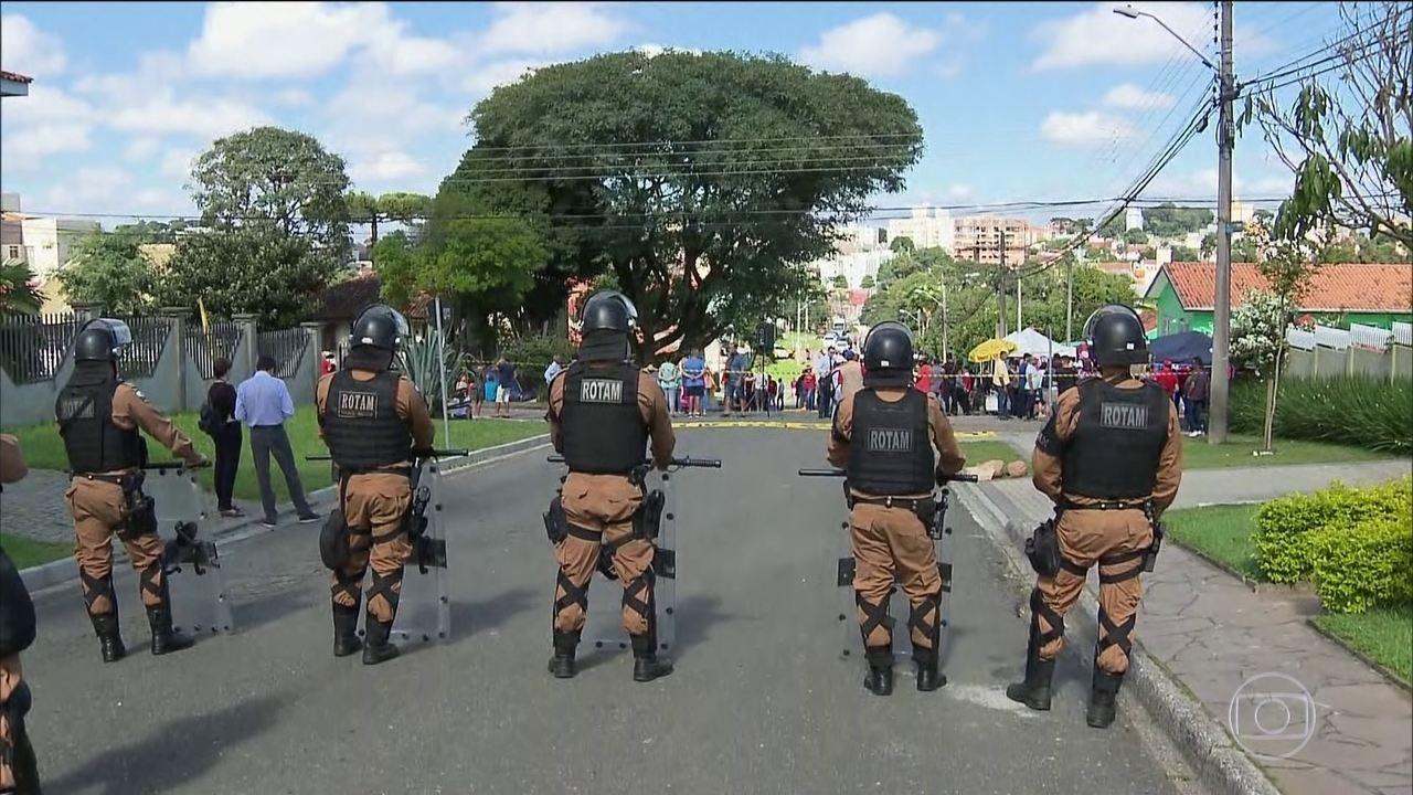 Segurança é reforçada no entorno da PF em Curitiba