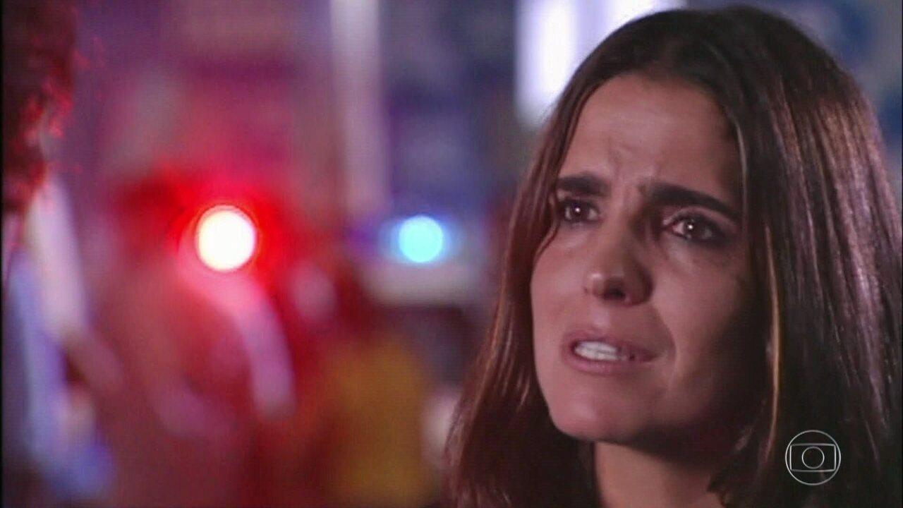 Capítulo de 09/04/2018 - Corina confessa para Maria Clara que Lineu é pai dela. Maria Clara e Queiroz descobrem Lineu morto em sua sala