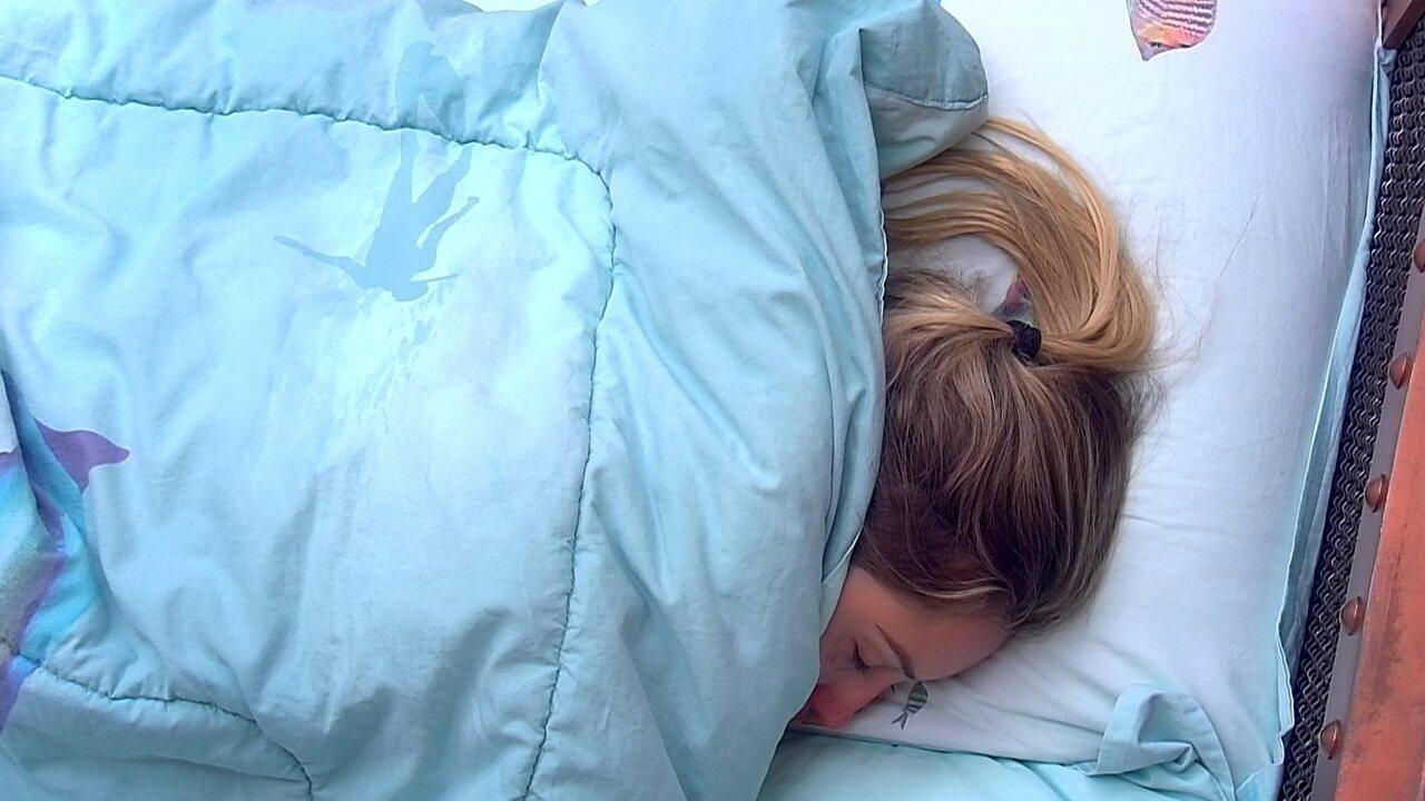Jéssica segue deitada depois do toque de despertar