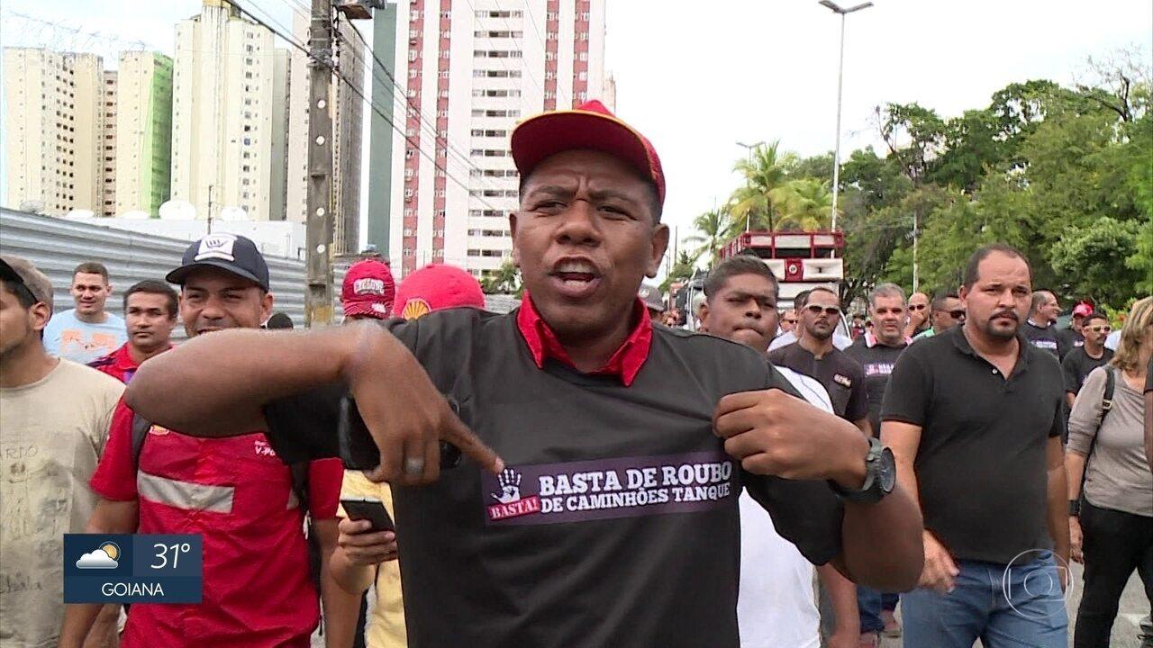 Trabalhadores de postos de combustíveis do Grande Recife protestam por segurança