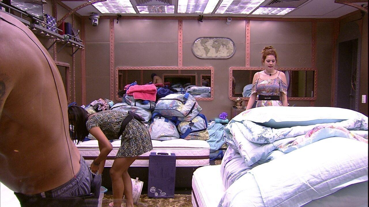Ana Clara reclama: 'Tem coisa da Paula no quarto inteiro'