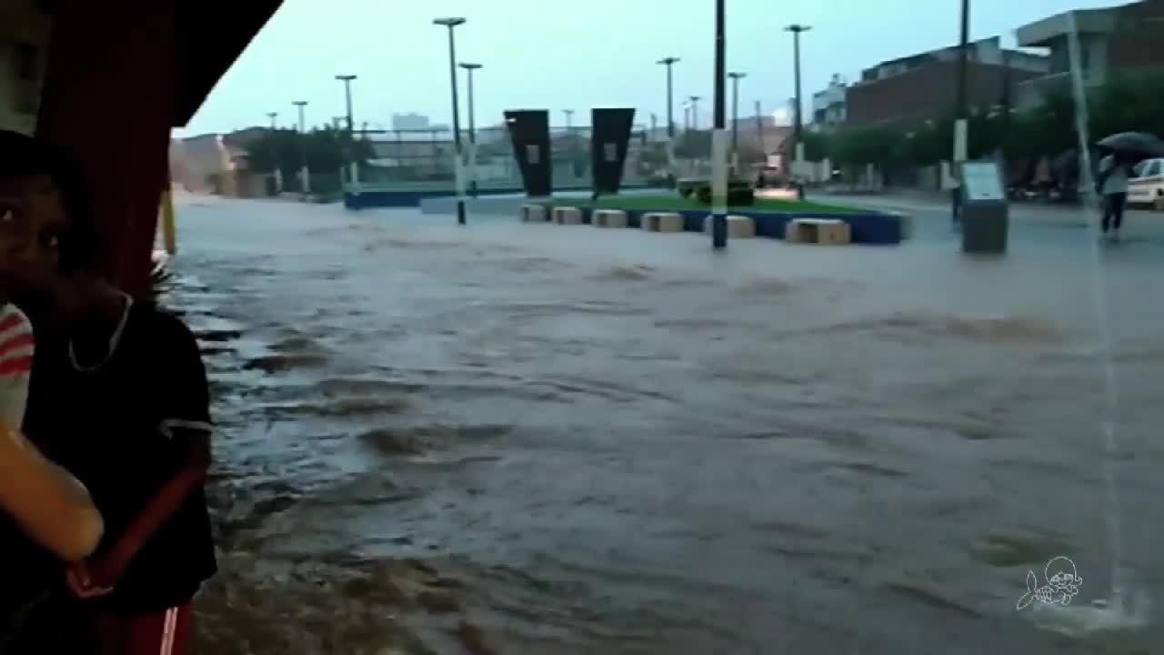 Cidade de Forquilha fica debaixo d'água com chuva de mais de 100 milímetros