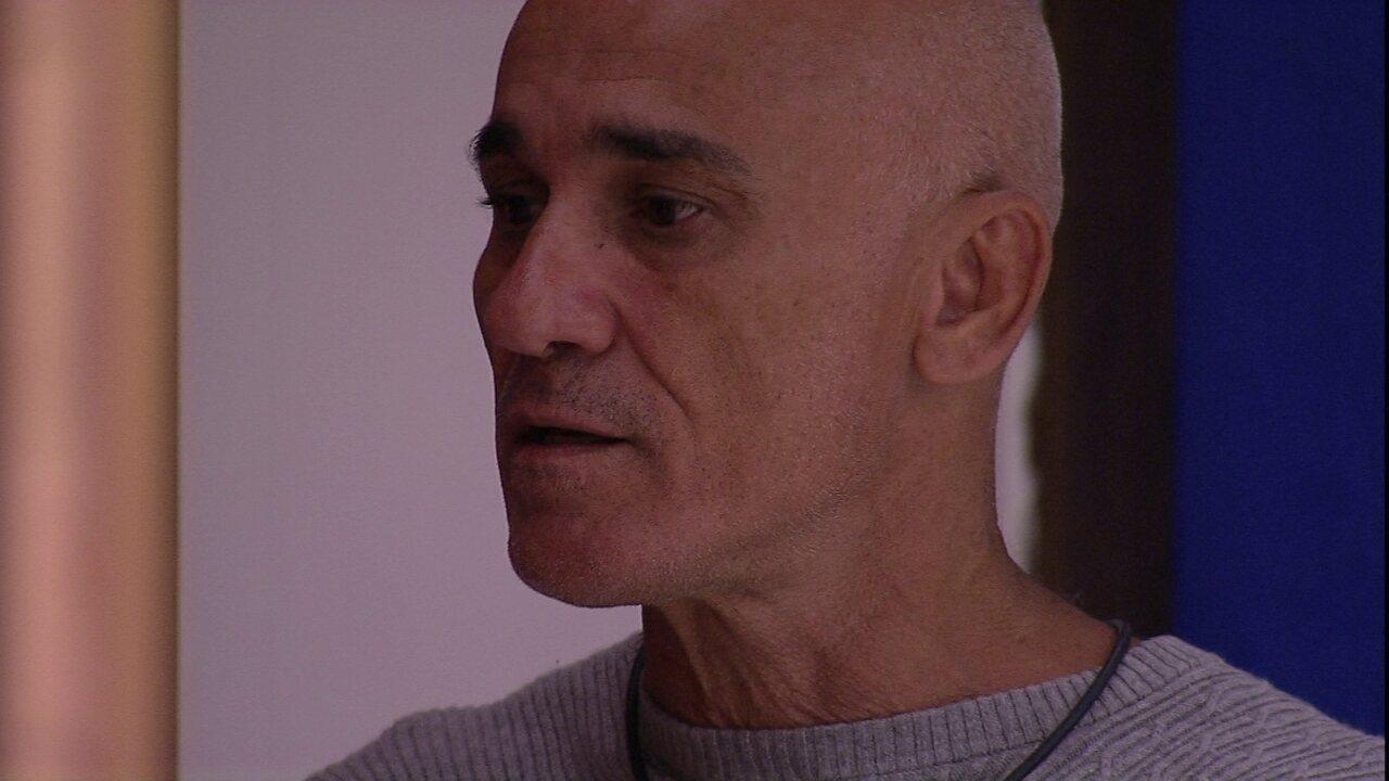 Ayrton conversa com Ana Clara e declara voto em Breno