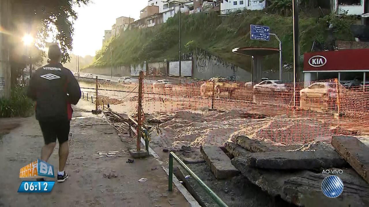 Pista é fechada para obras após vazamento de tubulação no Dique do Tororó