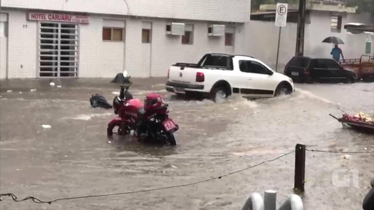 Chuvas registradas no Centro de Caruaru na tarde desta sexta-feira (13)