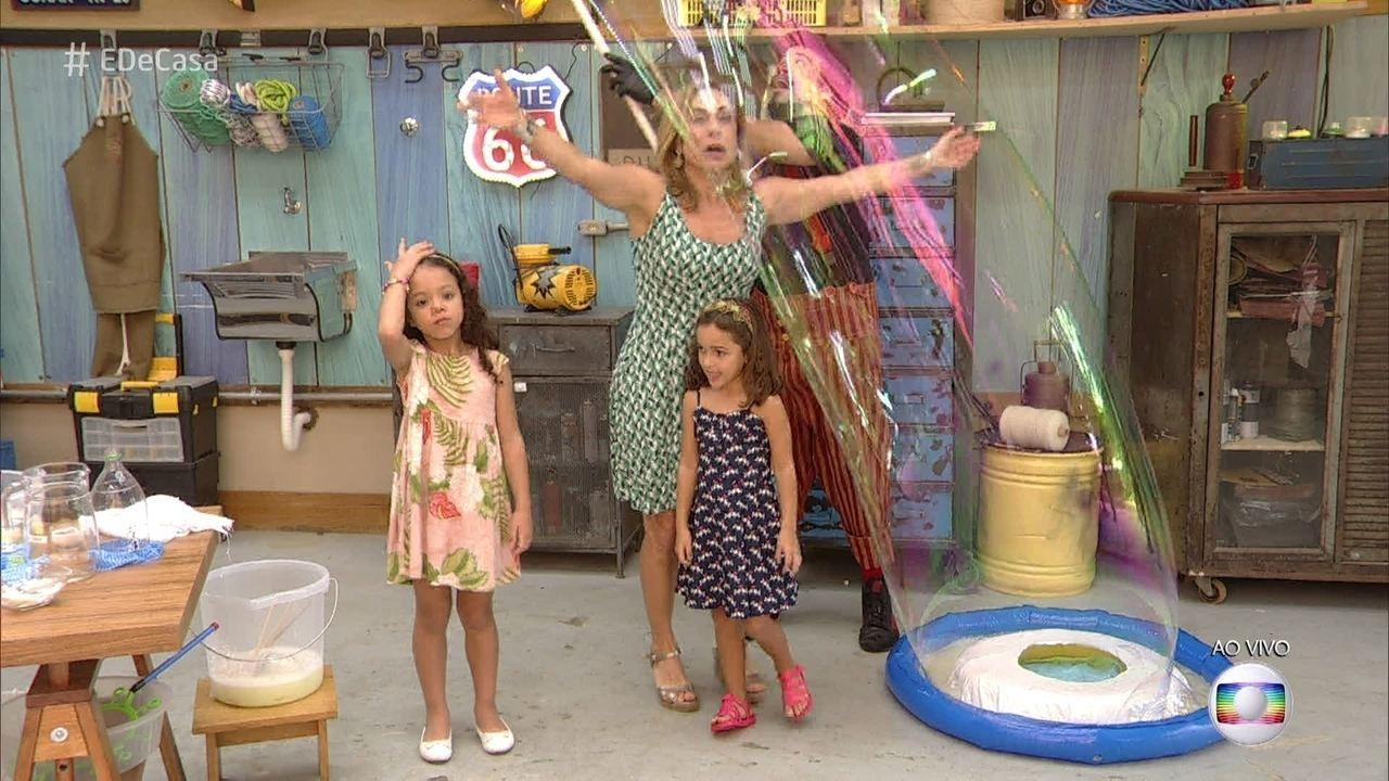 Como fazer bolhas gigantes para brincar com os filhos