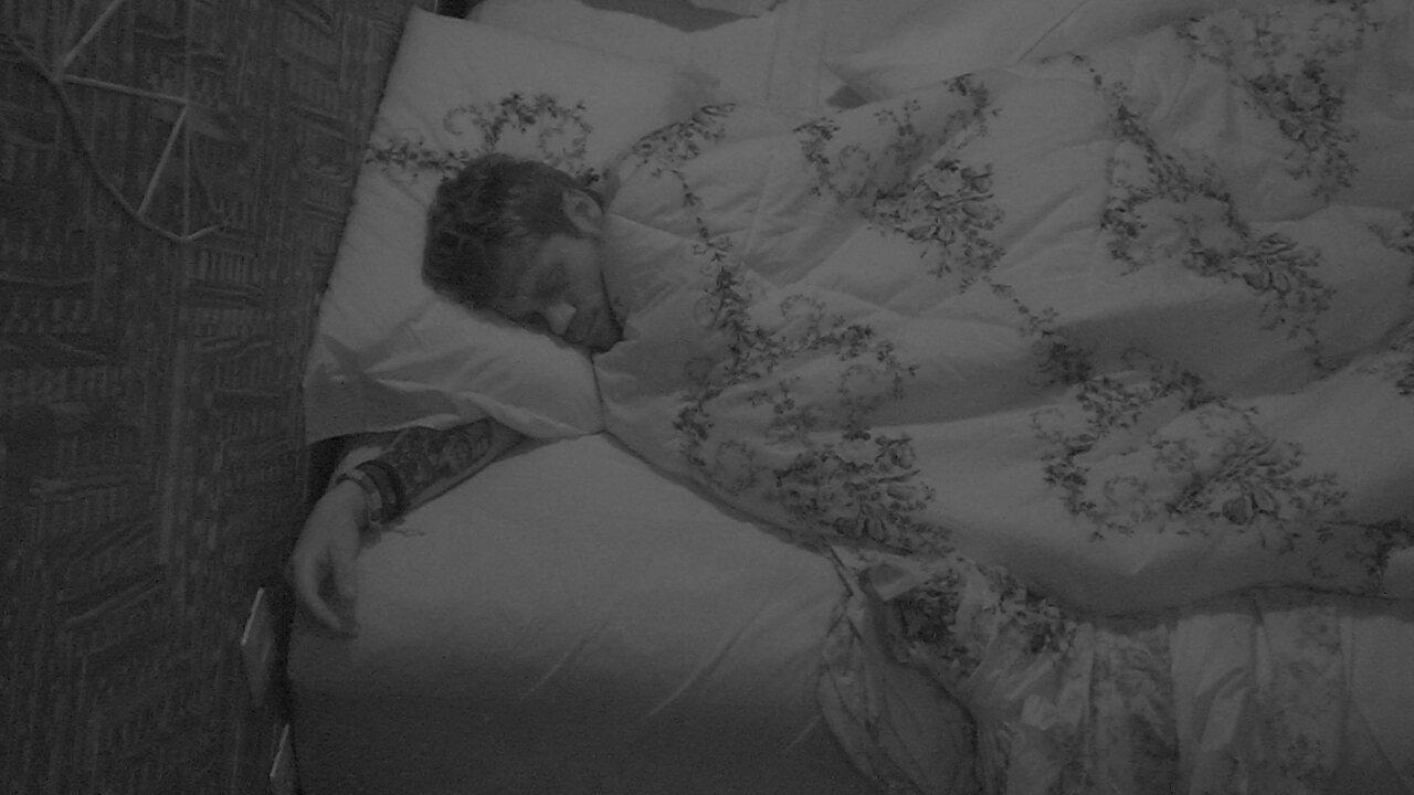 Breno segue dormindo depois de deixar Prova de Imunidade