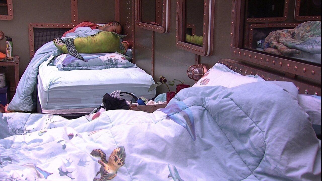 Ana Clara fala enquanto dorme