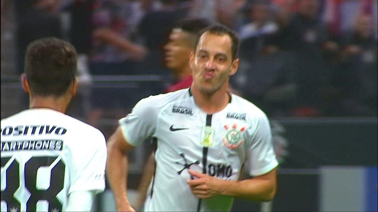 ea36f93059bd6 Análise  Rodriguinho vira até camisa 9 em sua melhor fase no ...