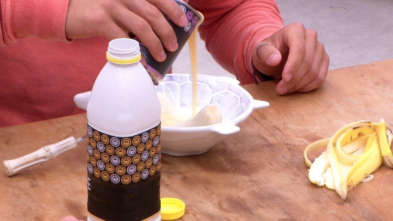 Kaysar come banana com leite condensado