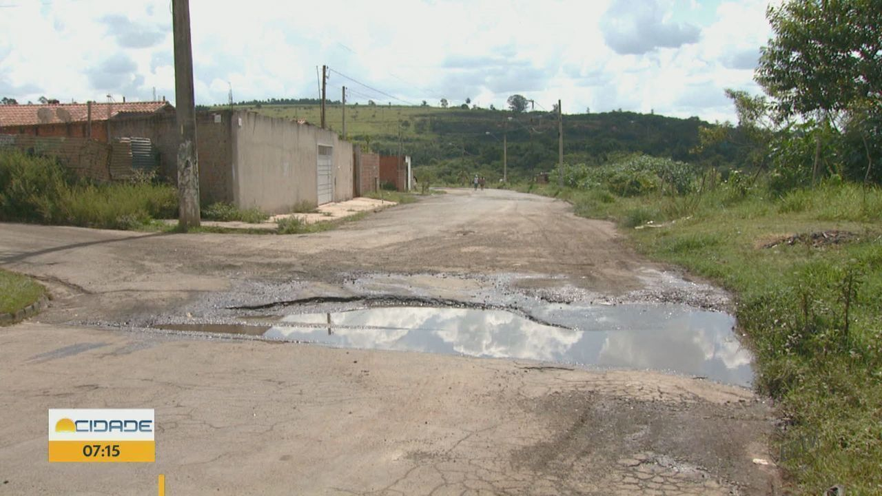 Moradores de Rio Claro reclamam de excesso de buracos no bairro Santa Lúcia