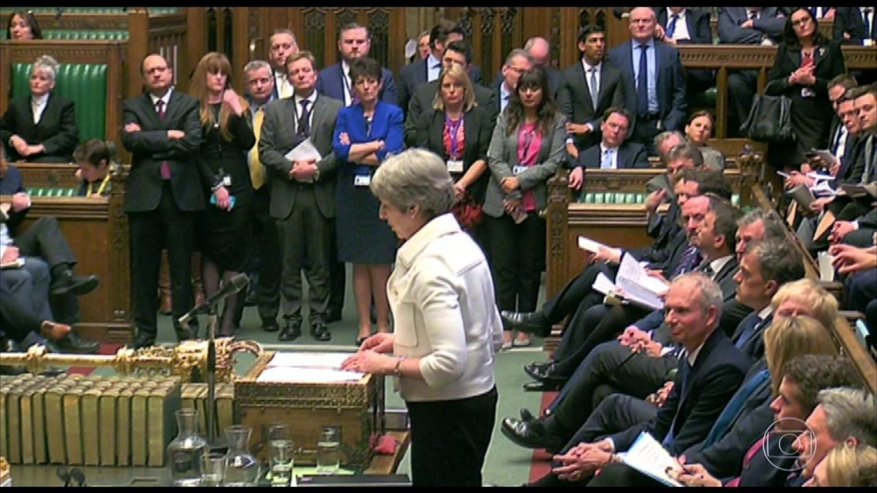 Theresa May vai ao parlamento explicar participação no ataque de sexta (13)