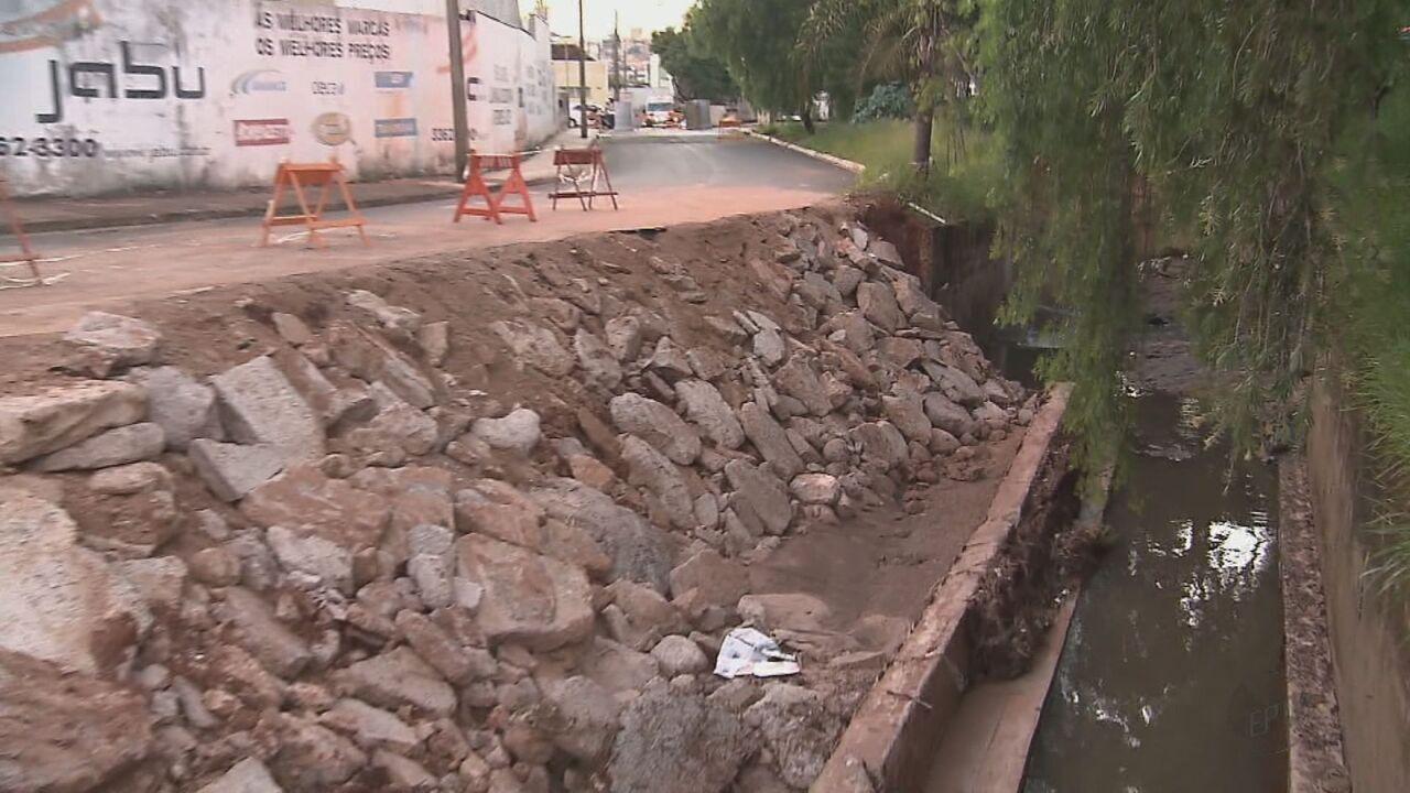 Estragos causados pela chuva há 1 mês ainda não foram consertados em São Carlos, SP