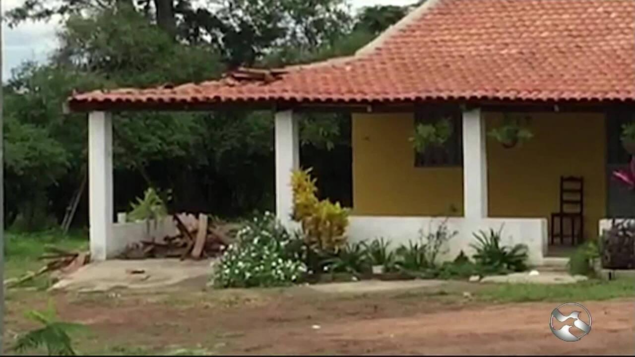 Teto de varanda cai e adolescente morre enquanto balançava em rede em Alagoinha, PE