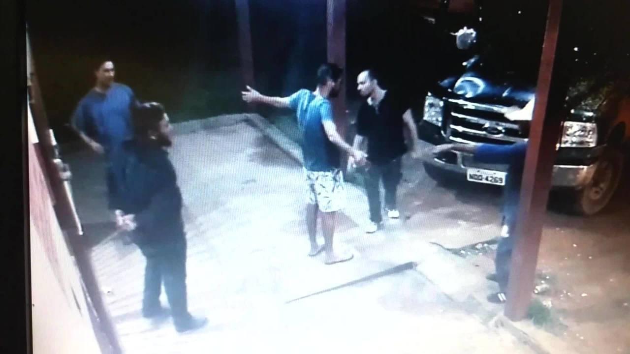 Vídeo mostra assalto em distribuidora e vítima sendo baleada durante ação