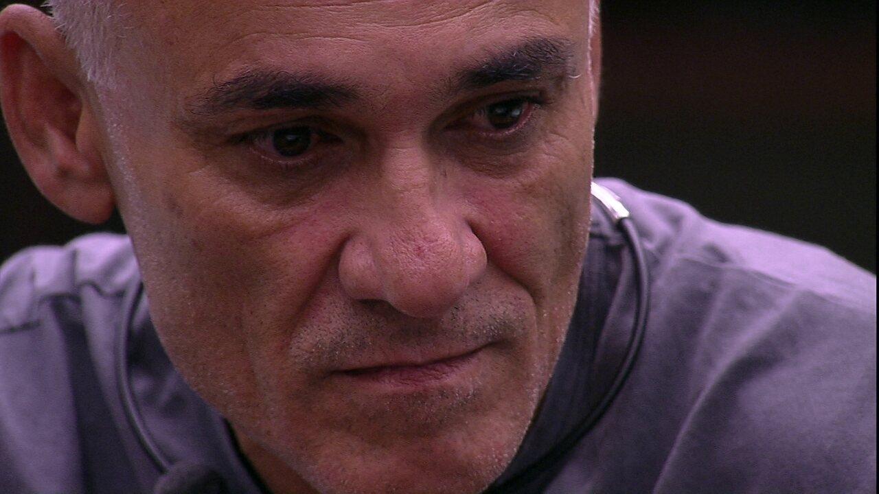 Ayrton pede opinião de Ana Clara e ouve: 'Sempre acho que a gente vai sair'