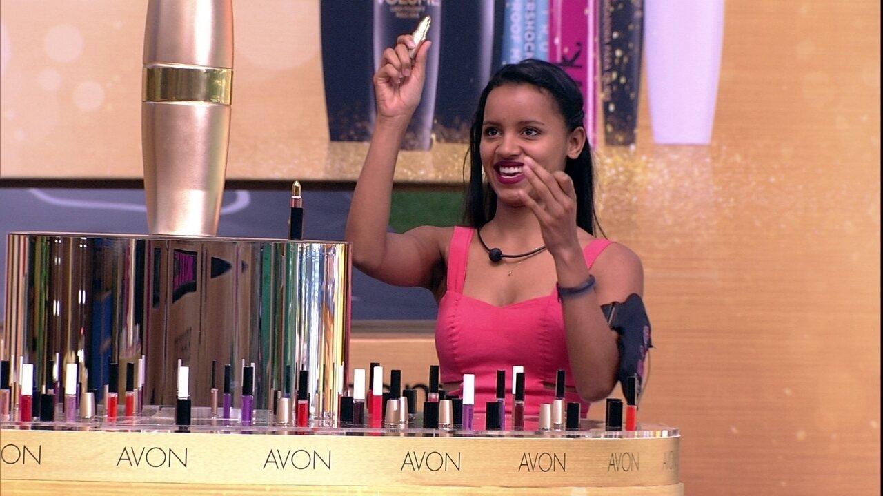 Gleici e Paula ganham maleta de maquiagem na Prova Luxo Avon