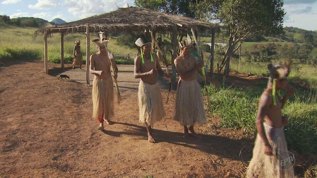 Índios Kiriri cumprem determinação judicial e deixam área de Caldas (MG)