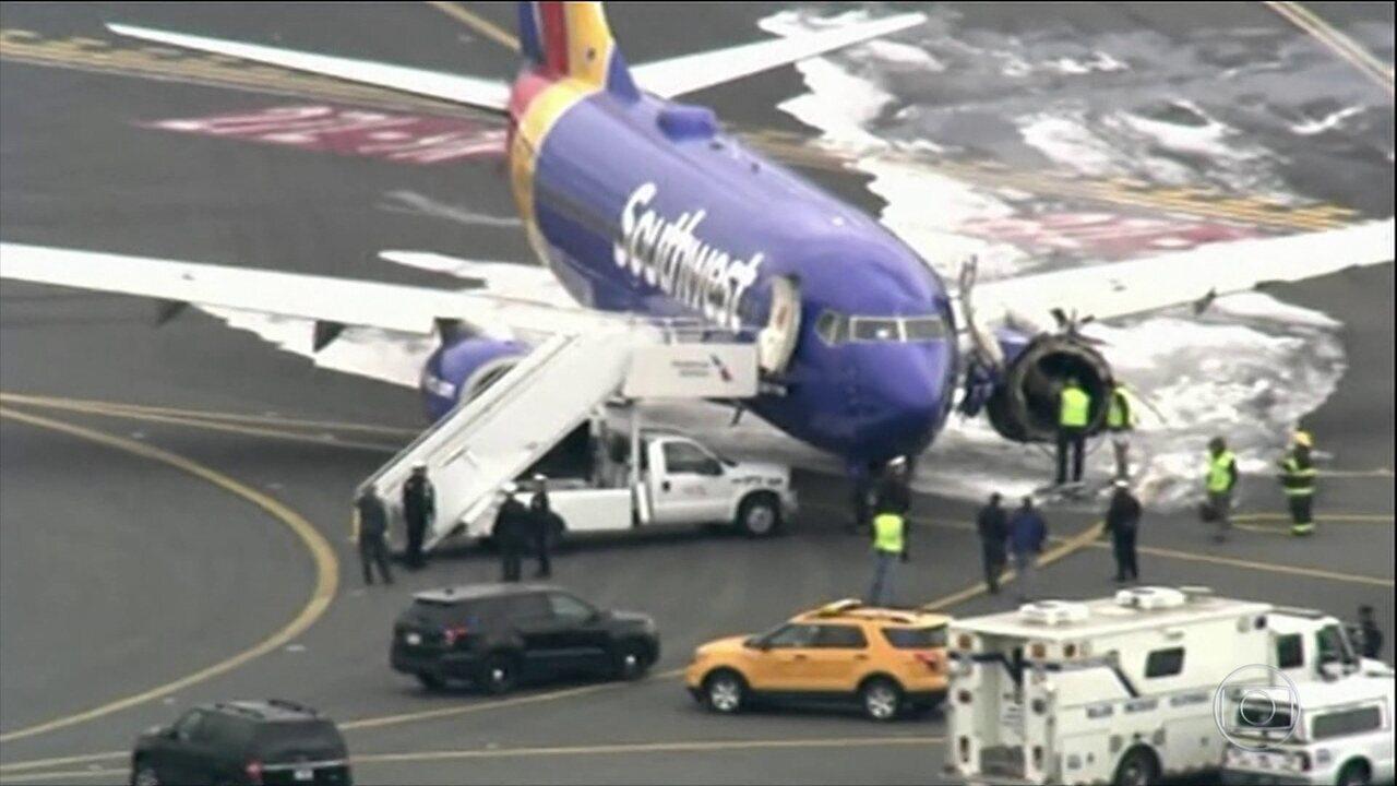 Motor de avião de companhia aérea americana explode durante voo