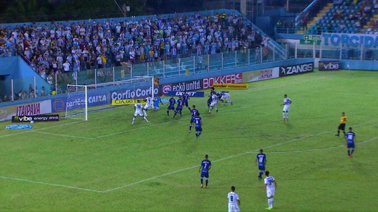 Marquinhos lamenta gol sofrido pelo Londrina após apagão