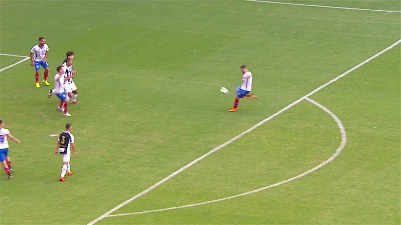 Léo faz ótima jogada e Edigar Junio ajeita para Zé Rafael bater para fora