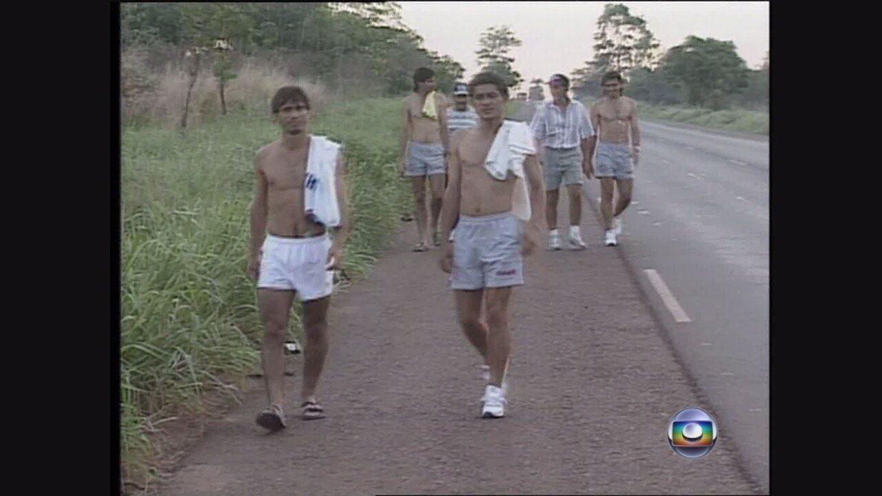 Repórter acompanha viagem de 12 horas da Ferroviária na Série C de 1994