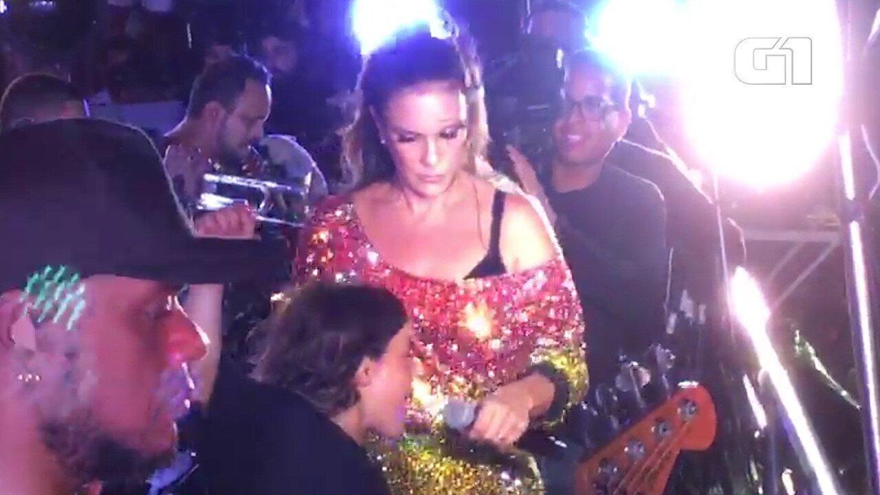 Marcelinho canta e dança com Ivete
