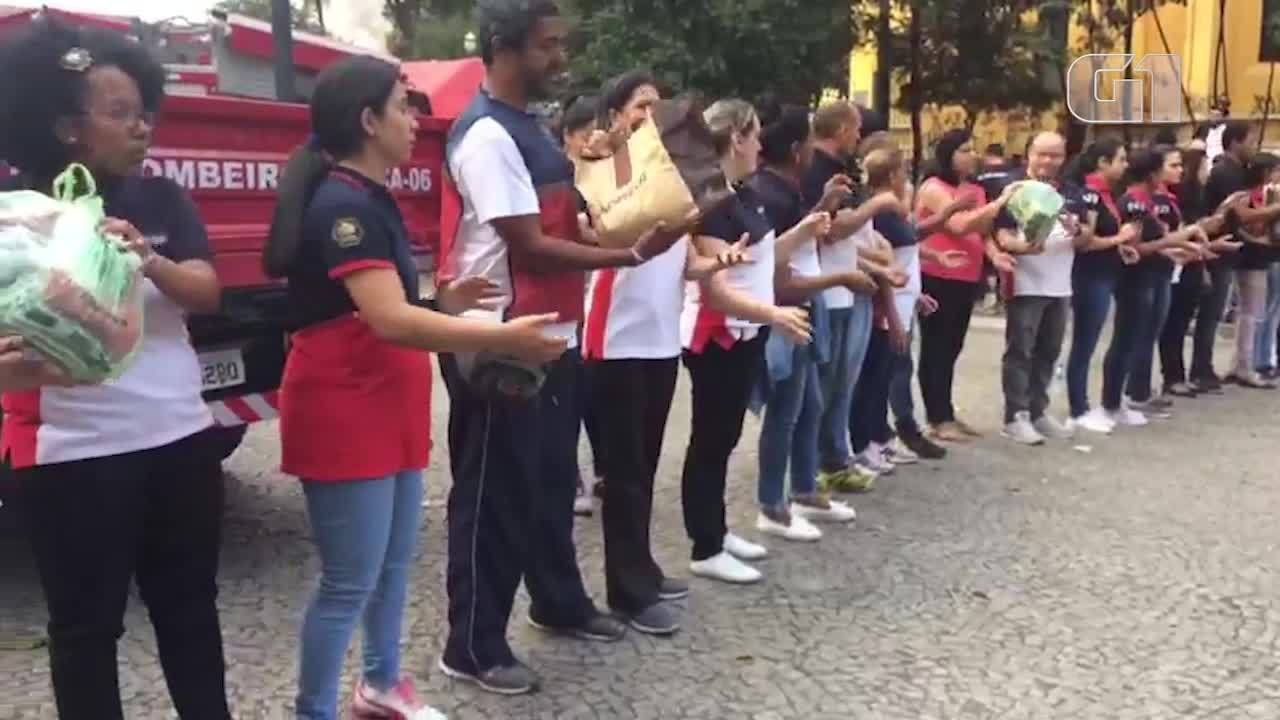 Voluntários recebem doações para os desabrigados no Centro de São Paulo