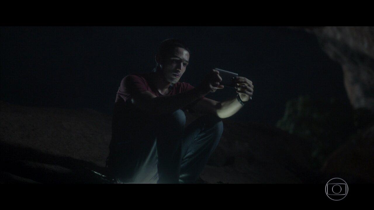 Hermano se declara para Maria por mensagem de vídeo