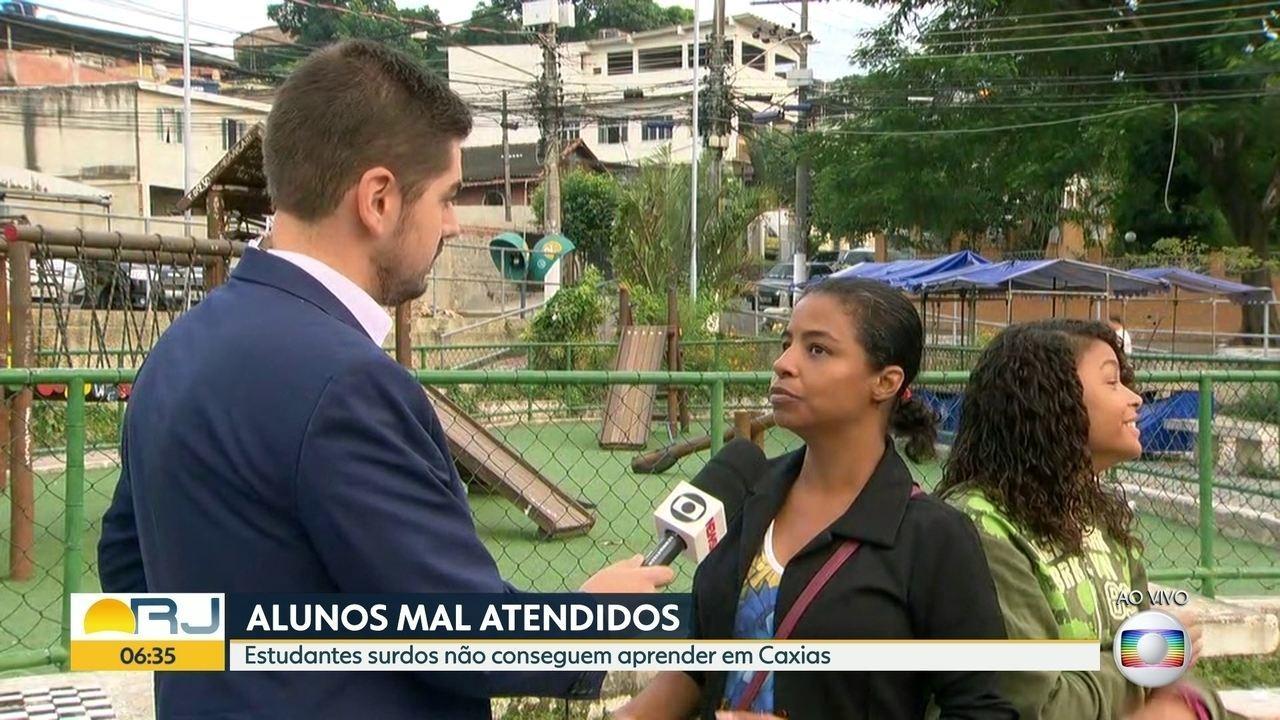 Falta de intérprete de libras atrapalha aprendizagem de alunos de Duque de Caxias