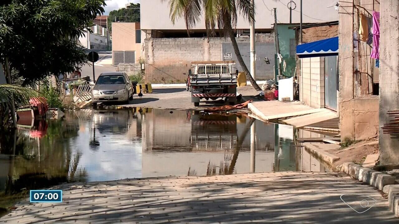 Lagoa Juparanã, em Linhares, ES, não para de subir e prejudica moradores